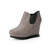 【55%OFF】レザー サイドゴア ウェッジブーティ グレージュ 39 ファッション > 靴~~レディースシューズ