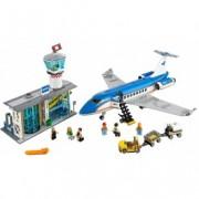 LEGO® City Terminalul pentru pasageri de pe aeroport 60104