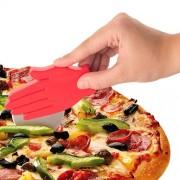 Taietor de pizza in forma de mana