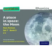 Read Write Inc. Phonics: Grey Set 7 Non-fiction 5 A Place in Space: The Moon by Gill Munton
