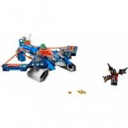 LEGO® NEXO KNIGHTS™ Nava Aero Striker V2 a lui Aaron 70320