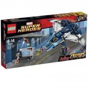 LEGO® Marvel Super Heroes Urmărire în oraş cu Quinjetul Răzbunătorilor 76032