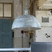 LUMZ Hanglamp met een kap van verweerd metaal