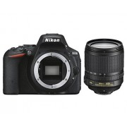 """Nikon D5500 Cámara réflex digital de 24.2 Mp (pantalla 3.2"""", estabilizador óptico, vídeo Full HD), color negro Kit cuerpo cámara con objetivo Nikkor 18-105mm f/3.5-5.6 ED VR (importado)"""