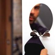 La patère BOO est aussi un miroir - déco et design