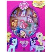 My Little Pony Joaca-te si citeste contine 10 figurine cu ventuze si o carte de povesti