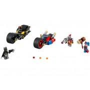 LEGO Batman™: Urmarire cu motocicleta in orasul Gotham (76053)
