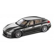 Miniatura Porsche Panamera 4S, 1:43
