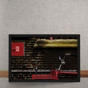 Quadro Decorativo Bicicleta Vermelha Parede de Tijolos 25x35