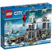 LEGO® City Închisoarea de pe Insulă 60130