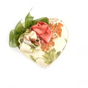 Cutie de bijuterii inima cu plus crem flori si oglinda
