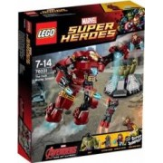 Set de constructie Lego The Hulk Buster Smash