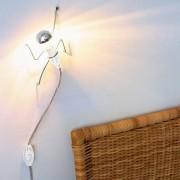 La lampe CLIMBING LIGHT : une silhouette grimpante très ludique
