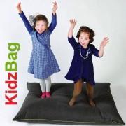 KIDZBAG, le pouf géant et les coussins 100 % eco-design, signés BUZZISPACE.