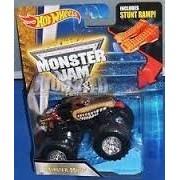 Monster Mutt #6 (Red Collar) 2015 Hot Wheels Monster Jam 1:64 Scale Off Road Truck with Snap-On Batt