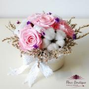 Aranjament floral cu trandafiri stabilizati AF012