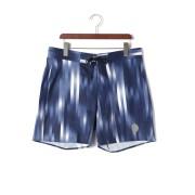 【64%OFF】DANNY グラデーションストライプ ボードショーツ ブルー 36 ファッション > メンズウエア~~パンツ