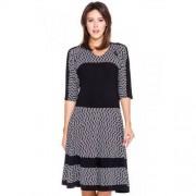 Margo Collection Dopasowana sukienka w biało-czarne wzory - Margo Collection