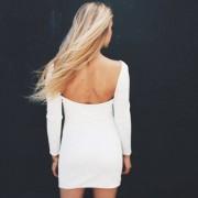 Przylegająca sukienka z dekoltem na plecach