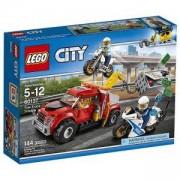 Конструктор ЛЕГО Сити - Проблем с влекач - LEGO City Police, 60137