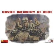 SOVIET INFANTRY AT REST (1943-45) figura makett szett Miniart 35001