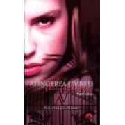 Academia Vampirilor Vol. 3 Atingerea Umbrei. Partea A Doua. Ed. buzunar - Richelle Mead