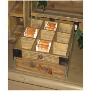 Teekiste offen in braun aus Holz mit Metallbeschl
