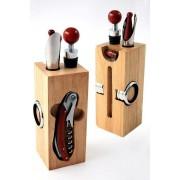 Set de vino con accesorios en madera