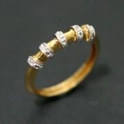 Anel de Ouro Amarelo e Ouro Branco Meia Aliança com 5 Diamantes de Meio Ponto