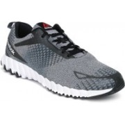 REEBOK TWISTFORM BLAZE MATL Running Shoes For Men(Black, White)