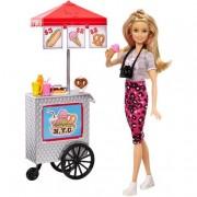 Mattel Barbie - Pink Passport NYC Puesto de Perritos Calientes