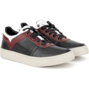 Diesel V IS FOR DIESEL S-SPAARK LOW Casual For Men(Black, Maroon)