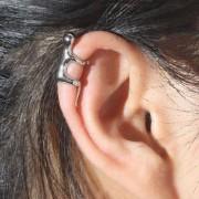 Cercel tip ear cuff, model omulet micut care se catara pe ureche, prindere pe ureche