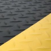 Černo-žlutá gumová protiúnavová průmyslová laminovaná rohož - 1830 x 90 x 1,4 cm (80000673) FLOMAT