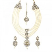 Vivant Charms by JewelMaze Zinc Alloy Pearl Kundan Gold Plated Necklace Set With Maang Tikka- FAH0044