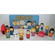 Peanuts Classic Characters Deluxe Party Favors Goody Bag Fillers Set of 13 with 12 figures and Special Decorative Figure with Charlie, Linus, Snoopy, his Dog House and More!