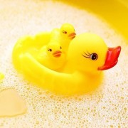 Kingwell Squeezy Chu Chu Ducks, Duck Family, Bath Toy with Sound, Rubber Toy, Set of 3