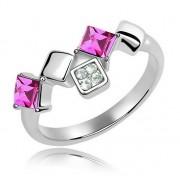 Elegáns, négyzet alakú kövekkel díszített gyűrű