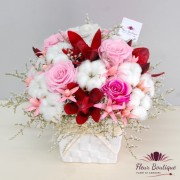 """Sweet Pink Roses"" Aranjament floral cu trandafir stabilizat"