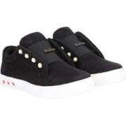 Commander Premium Classic for Girls Slip On Sneakers For Women(Black)