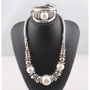 Opvallende zilverkleurige sieraden set Stylish
