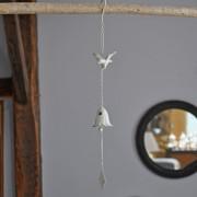 Clochette oiseaux en fer patiné blanc