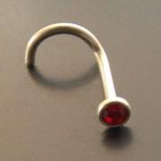 Piercing nez Zircon rouge, tige acier courbe