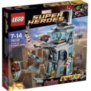 Set de constructie Lego Attack on Avengers Tower