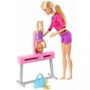 Papusa Barbie antrenor de gimnastica cu elev si accesorii
