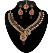Kriaa by JewelMaze Zinc Alloy Gold Plated Pink And Green Austrian Stone Kundan Necklace Set With Maang tikka-AAA0568