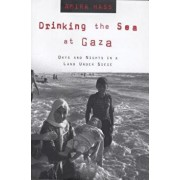 Drinking the Sea at Gaza: Days and Nights in a Land Under Siege, Paperback/Amira Hass