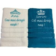 Set 2 prosoape de baie alb si albastru model king and queen personalizat cu text si nume. Dede Brodi Star