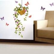 Virág kaspóban, pillangókkal