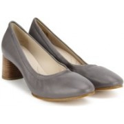 Clarks Grace Isabella Dark Grey Lea Bellies For Women(Grey)